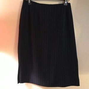 Navy/white pin strip skirt by Levine. Size 16W.